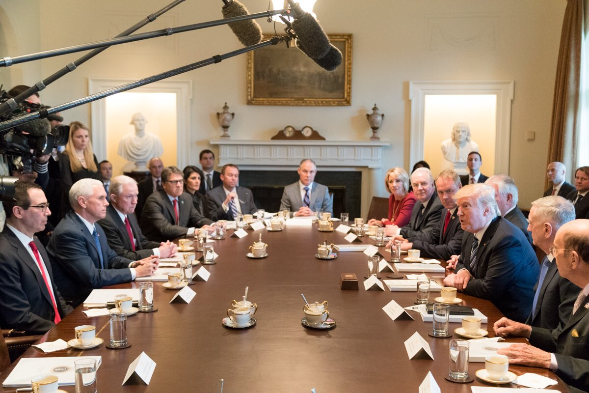 Donald_Trump_Cabinet_meeting_2017-03-13_04